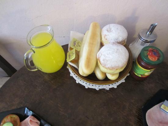 Residence Thunovska 19: breakfast rools