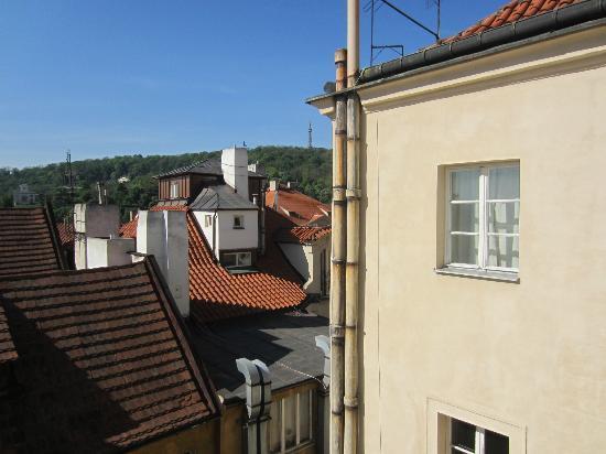 ريزيدانس ثونوفسكا 19: Apt Karl - view from room, petrin tower in distance
