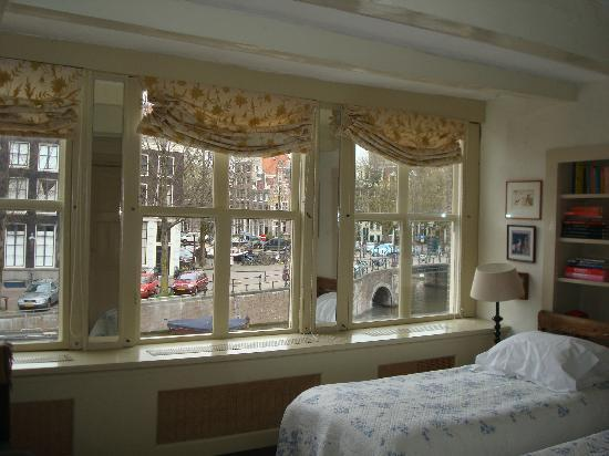 B&B Herengracht 21: The Canal room
