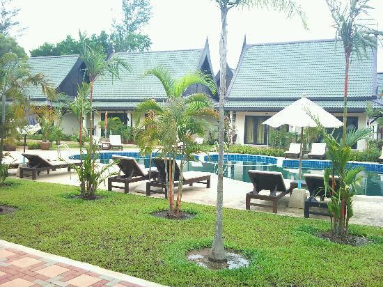 Airport Resort & Spa: Die Anlage ist aussen eigentlich schön