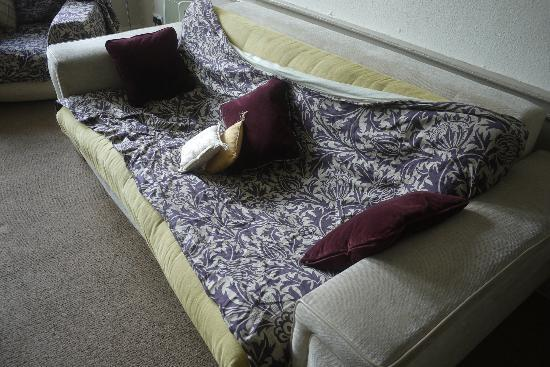 Scottish Apartments : 3/11 Stained and broken down Futon bed/sofa