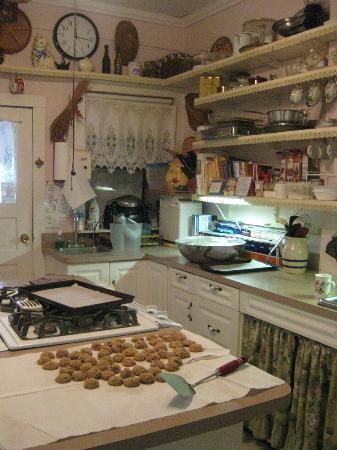 Cedar Key Bed and Breakfast: Cookies in the country kitchen
