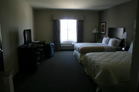 Comfort Inn & Suites Oklahoma City West - I-40: view of guest room
