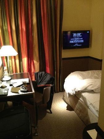 Hotel Opera Zurich: Das ganze Zimmer