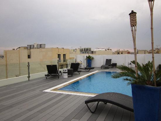 Rocca Nettuno suites: swimmingpool