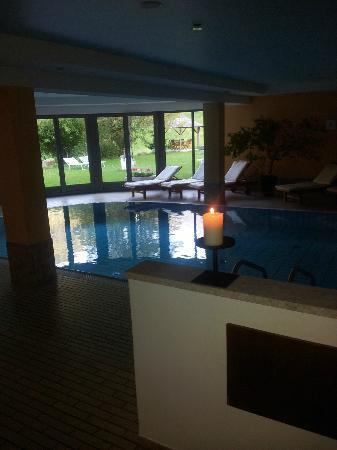 Hotel St. Pankraz - Ultental - Sudtirol: piscina, area relax.
