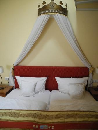 Marchenhotel: Das Wohlfühlbett im Zimmer Göttin des Glücks