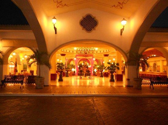 ClubHotel RIU Jalisco: Lobby