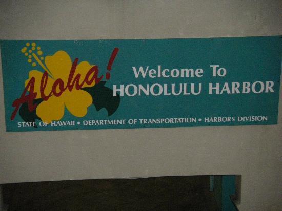 Honolulu Harbor: Aloha to Honolulu!