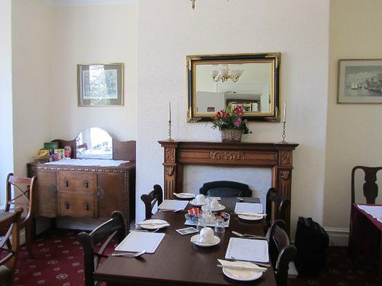 Conference View Guest House: dining room