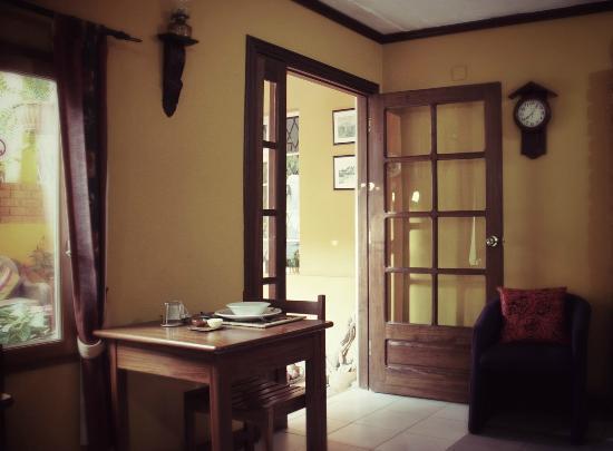 Palmeiras Guest House: Inside dining area