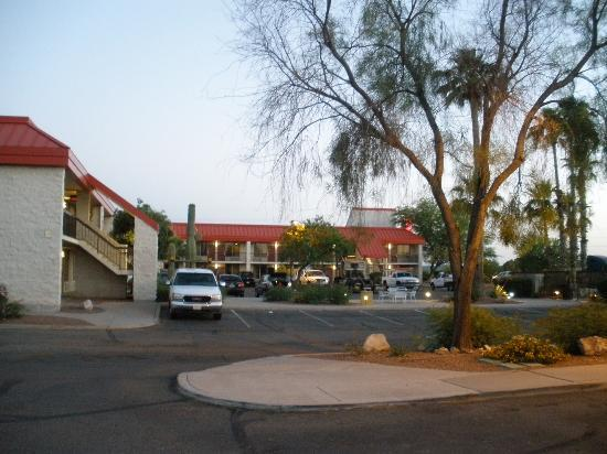 Red Roof Inn Tucson South: View of rooms from reception