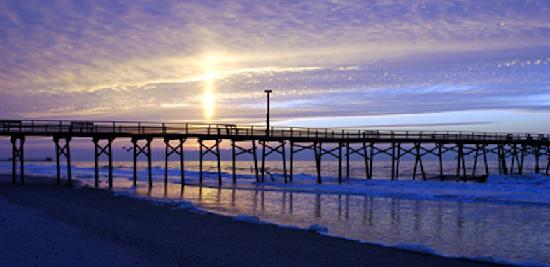 Atlantic Beach, Carolina del Norte: Oceanana Pier at Sunrise