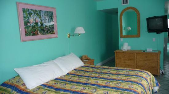 Pilot House Guest House: Bed in Cabana Room