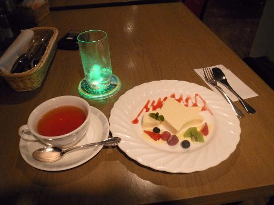 Restaurant Genova: 14日のババロアセット