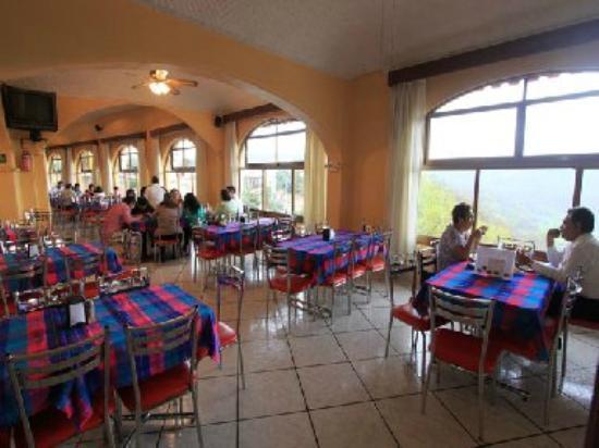 Restaurant de La Sierra : salo principal con vista a la Sierra de Santa Rosa