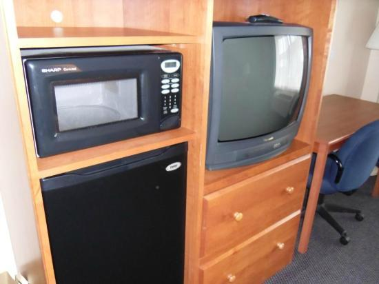 BEST WESTERN Wheatland Inn: TV/Fridge/Microwave - very convenient