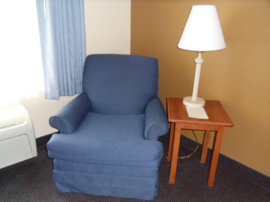 Best Western Wheatland Inn: Nice easy chair and plenty of outlets for gadgets