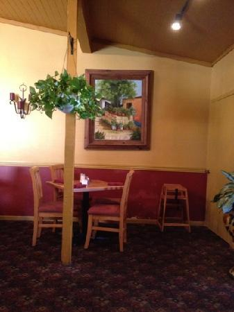 Jose's Fine Mexican Food: clean and neat inside