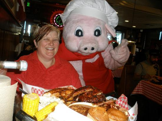 Famous Dave's Barbeque: Jodi with the Pig