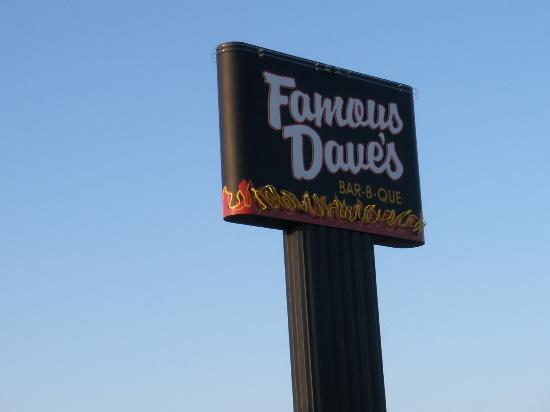 Famous Dave's Barbeque : Sign