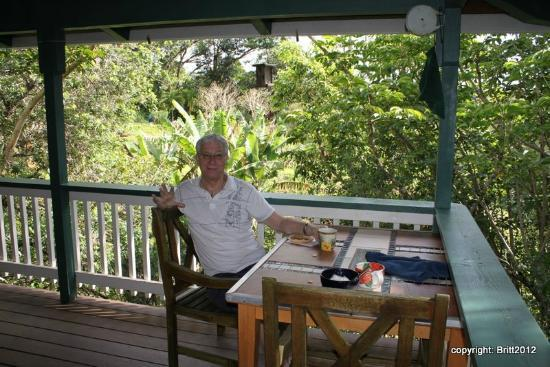 Kauai Country Inn: first breakfast on our suite's private deck