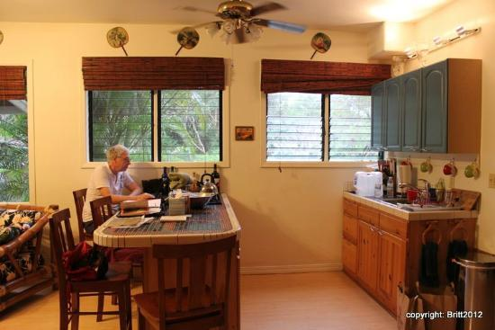 Kauai Country Inn: our suite's full kitchen