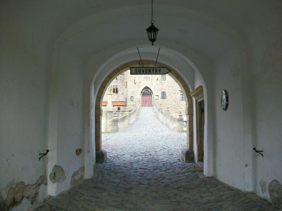 Bouzov Castle: View to 1st courtyard