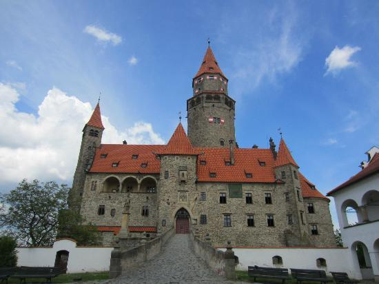 Bouzov Castle: View from 1st courtyard