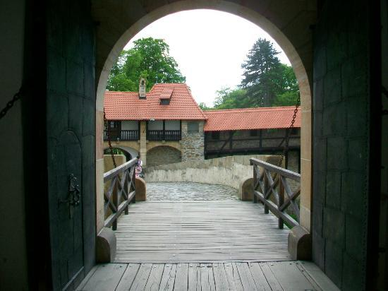 Bouzov Castle: bridge over moat
