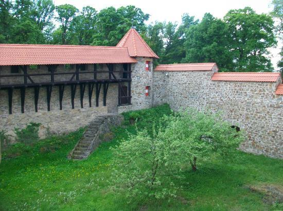 Bouzov Castle: Outer wall
