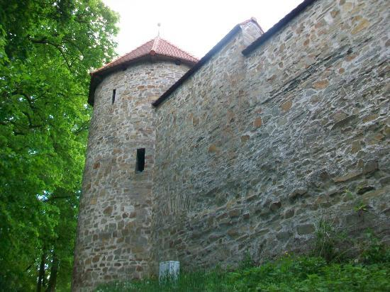 Bouzov Castle: Outside wall and corner tower