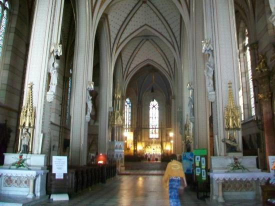 St. Wenceslas Cathedral: Main aisle