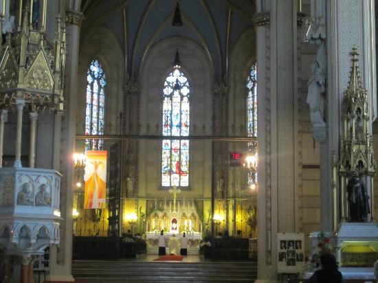 St. Wenceslas Cathedral: Altar during service