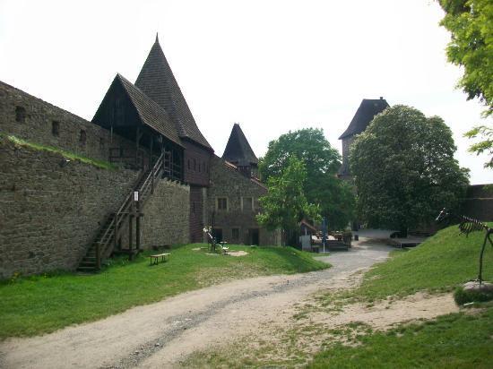 Helfstyn Castle: Outer courtyard