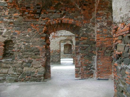 Helfstyn Castle: Row of doors in keep