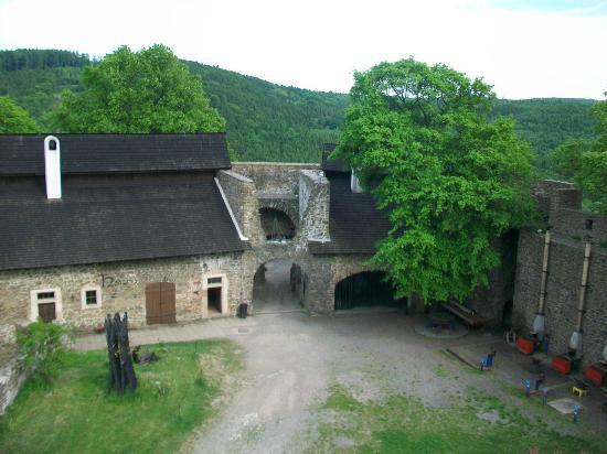 Helfstyn Castle: Inner courtyard from tower
