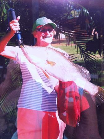 Cooinda Lodge Kakadu: My 82cm Barra - showing off at Cooinda - ready for the table
