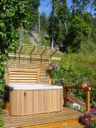Tuckers Inn B&B and Spa: Start or end your day with a soak in the hot tub