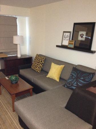 Residence Inn Greenbelt: Rockin Sofa