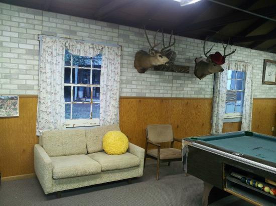 Crazy Horse RV Camp Park: Entertainment Room 