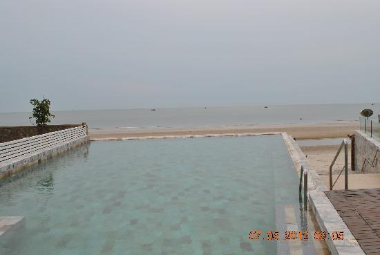 The Rock Hua Hin Resort: Infinity Pool