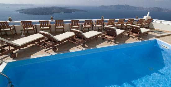 Villa Ilias Caldera Hotel: Pool deck