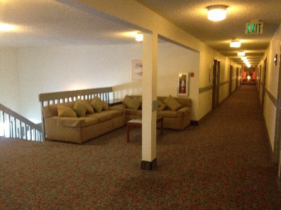 Quality Inn Okanogan: Hallway 2