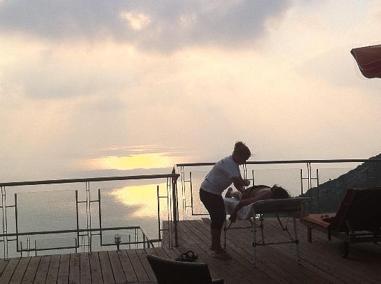 Agaliasis: Sunset Balcony Massage