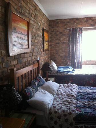 Airport Inn B&B: Room 214