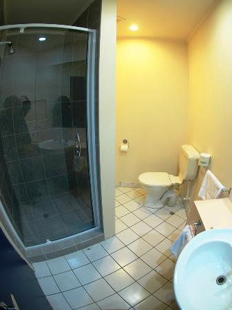 Auckland Airport Kiwi Motel: バスルームも清潔です
