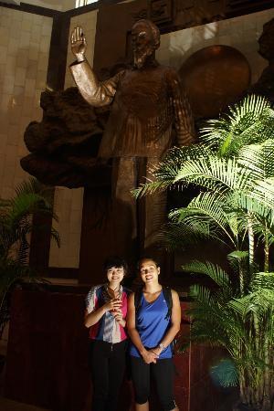 HanoiKids Tour : Ho Chi Minh Statue