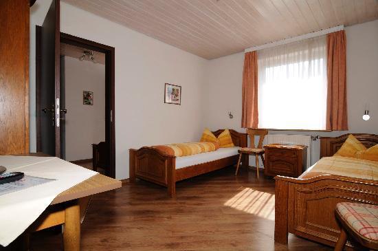 Turmstuben: Dreibettzimmer (2 Räume,Dusche/WC)
