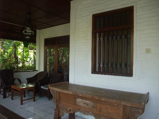 Rini Hotel: veranda